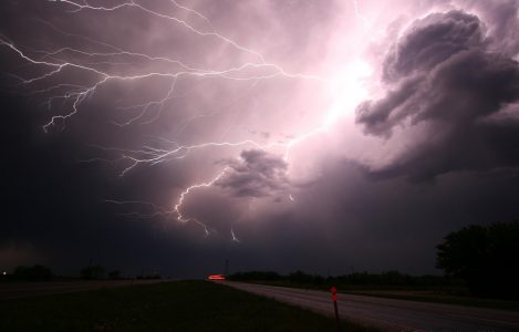 51_lightning-1056419_1920
